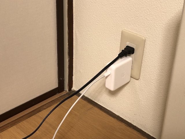 電気配線コードを隠さない4
